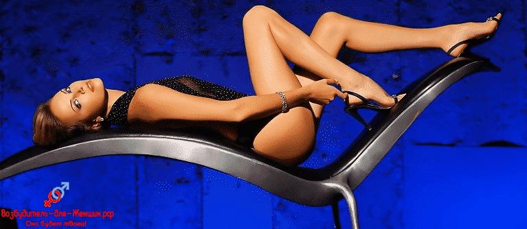 Девушка в кресле