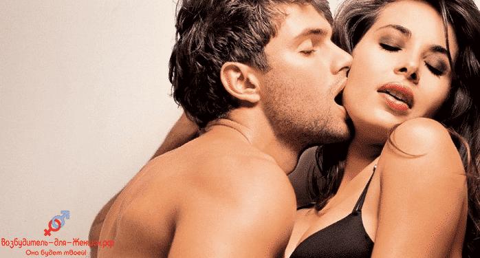 Парень целует страстно девушку которая под действием препарата для возбуждения