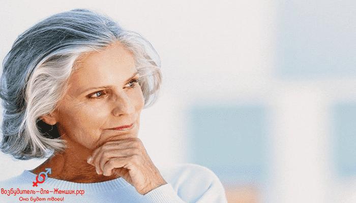 Фото задумчивая пожилая женщина