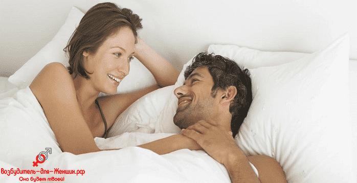 Женщина с любимым мужчиной в кровати