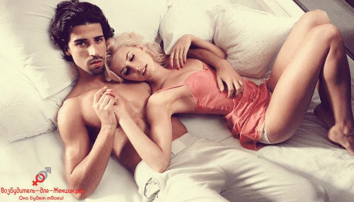 Фото блондинка с парнем на кровати под действием возбудителя Заманихи Плюс