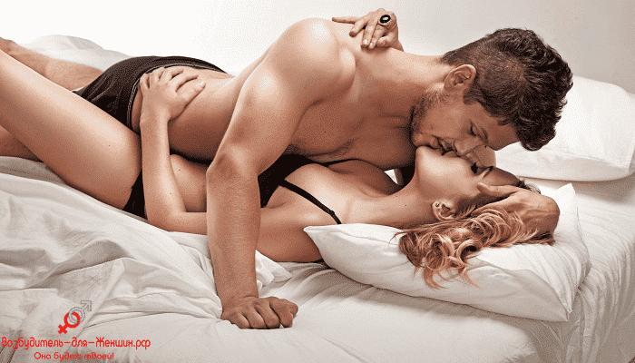 Фото блондинка страстно целуется с парнем под действием Женской Виагры