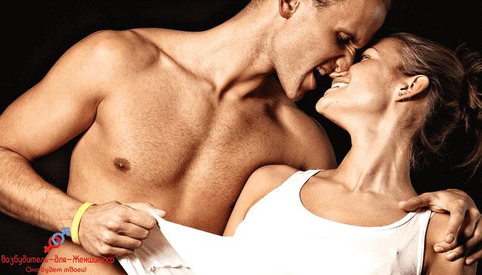 Фото парень страстно целует девушку под действием женского возбудителя Rendez Vous
